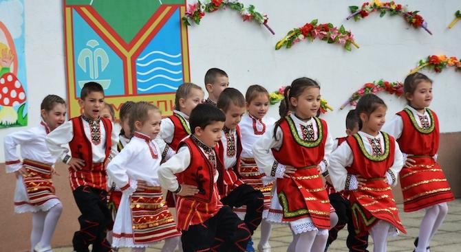 """Талантливи деца от Симитли се изявиха на фестивала """"Детски усмивки"""""""