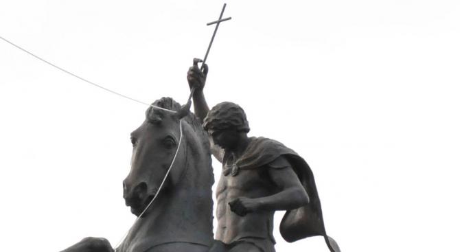 Вандали потрошиха паметник на свети Георги в Стара Загора
