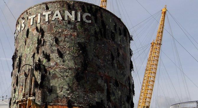 """Круизен кораб се наводни като """"Титаник"""" (видео)"""