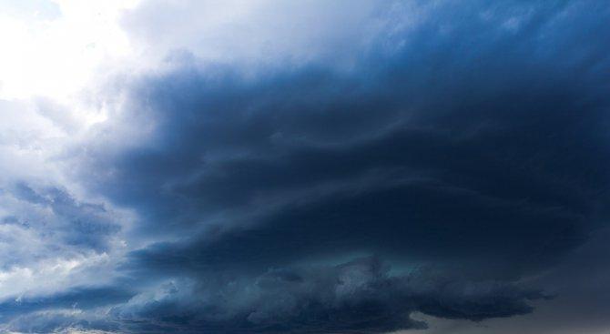 Седмицата започва с дъжд и гръмотевични бури