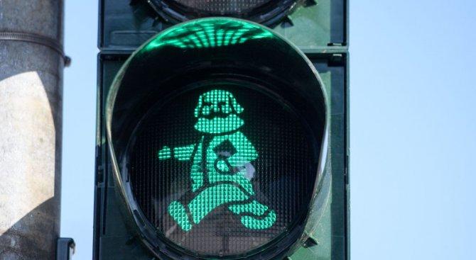 """В германски град """"инсталираха"""" Карл Маркс в светофари (снимки)"""