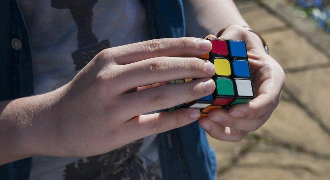 Алтернатива на компютърните игри или как да наредиш кубчето на Рубик за 4 секунди