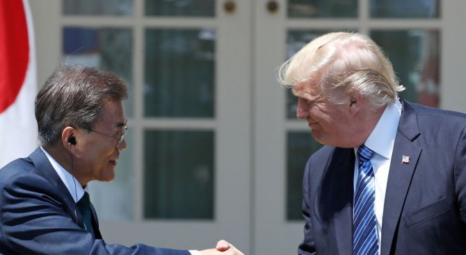 Южнокорейският президент разговаря по телефона с Тръмп