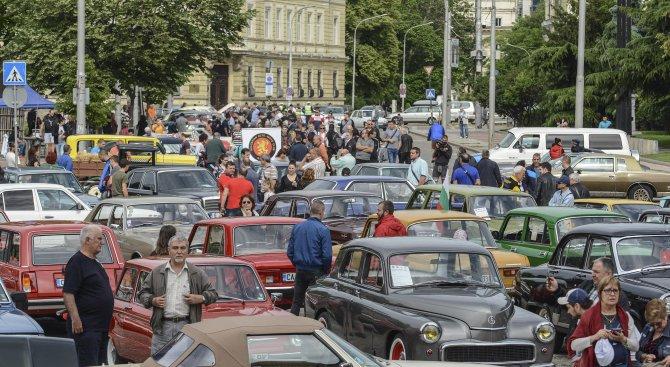 Над 200 коли и мотори участваха в традиционния ретро парад за Спасовден (снимки)