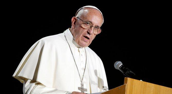 """Папата обяви """"промени и решения"""" след педофилски скандал със свещеници в Чили"""