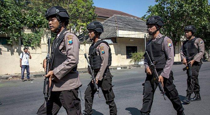 Полицията уби четирима нападатели на индонезийския остров Суматра