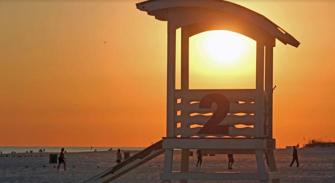 Северният плаж в Слънчев бряг посреща туристи изряден и със спасители (снимки)