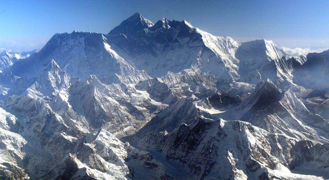Слави Несторов изкачи Еверест