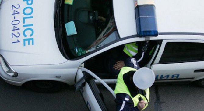Пенсионер надра колата на млад мъж