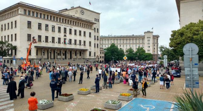 Празничното шествие по повод 24 май премина тържествено (видео+снимки)