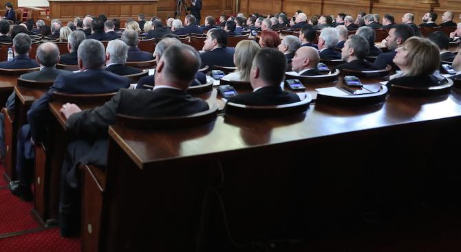 Депутатите заседават извънредно