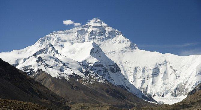 Непалски планински водач загина на Еверест