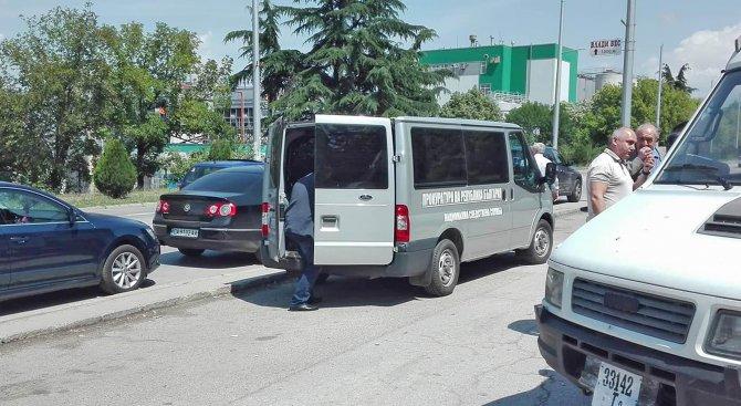 Полицаи и прокурори нахлуха в КАТ-Благоевград (обновена+снимки)