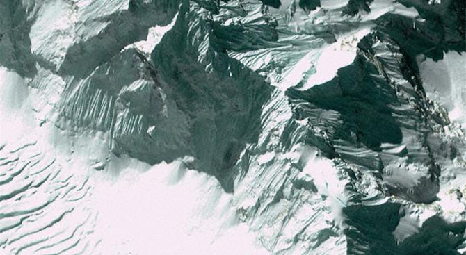Японски алпинист загина при осмия си опит да покори Еверест