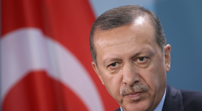 Френско списание се оплаква от тормоз заради корица с Ердоган