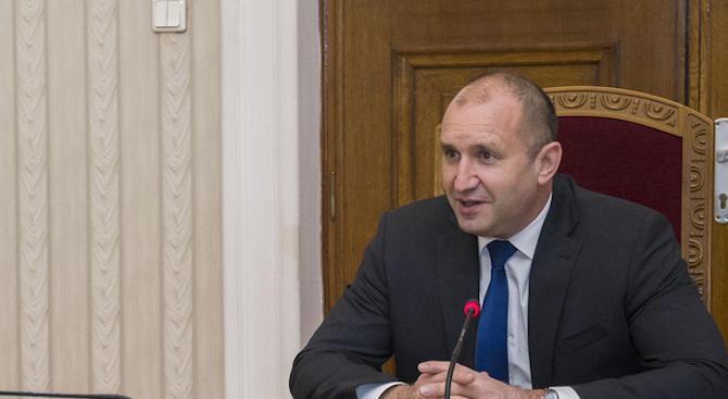 """Румен Радев ще открие 13-ата специализирана международна изложба за отбранителна техника """"Хемус"""