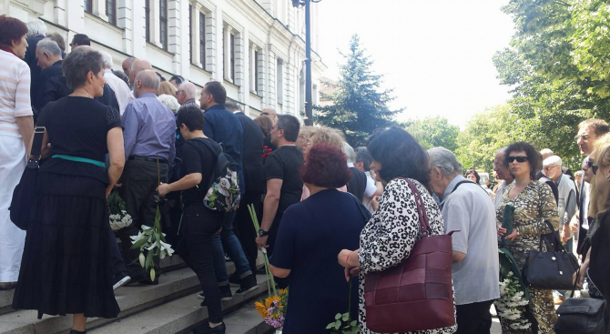 Стотици се сбогуваха с акад. Светлин Русев (видео)