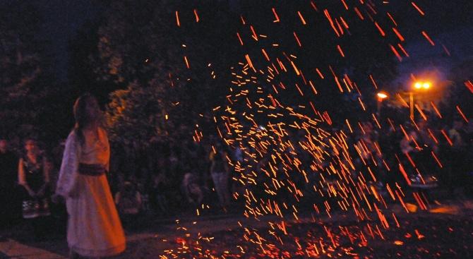 Започват традиционните нестинарски игри  в с. Българи