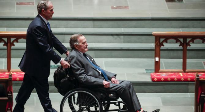Джордж Буш бе изписан от болница