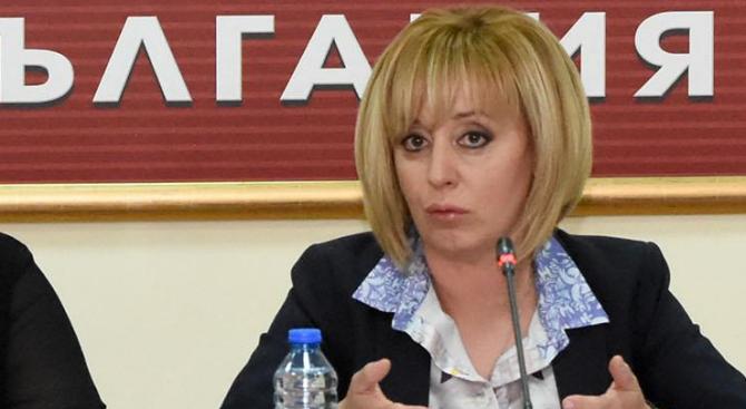 Мая Манолова ще се срещне с протестиращите родители на деца с увреждания