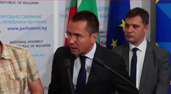 """Джамбазки също обясни какво се случва с пакета """"Макрон"""" (видео)"""