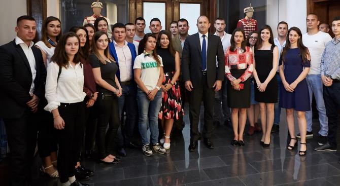 Румен Радев се срещна със студенти от дипломатическия клуб към Великотърновския университет