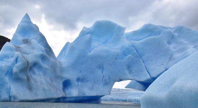 Изумителен айсберг се появи край Нюфаундленд (видео)