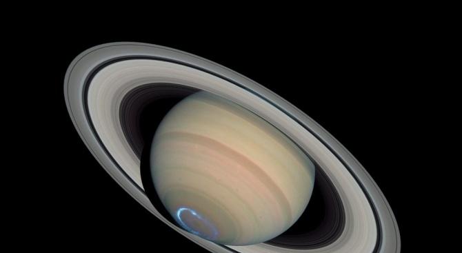 Учени откриха обедни полярни сияния на Сатурн