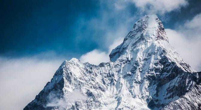 Българин с уникален опит за спускане със сноуборд от Шиша Пангма