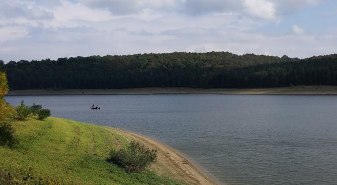 """Бракониери нападнаха доброволци на Централната рибно-опазваща организация на язовир """"Ястребино"""""""