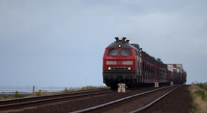 БДЖ въвежда предварителна продажба на билети за влаковете до морето