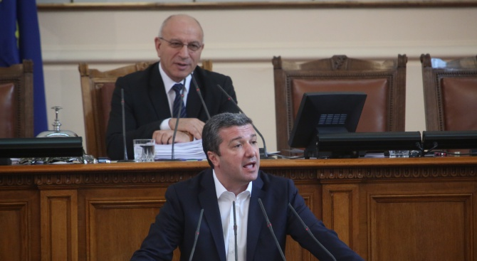 Драгомир Стойнев: Има близо 900 осъдени, които са в момента на свобода