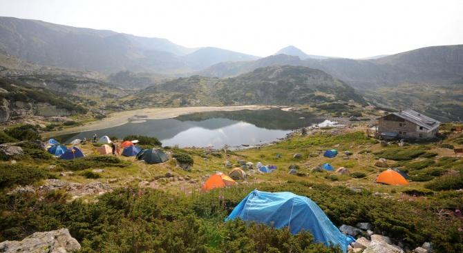 Доброволци чистят района на Седемте рилски езера