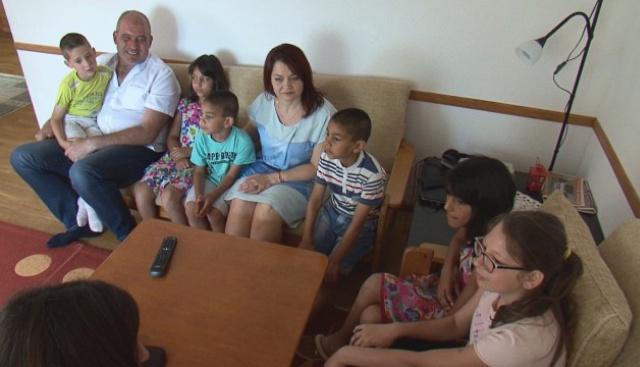 Лили и Младен - SOS приемни родители на шест деца