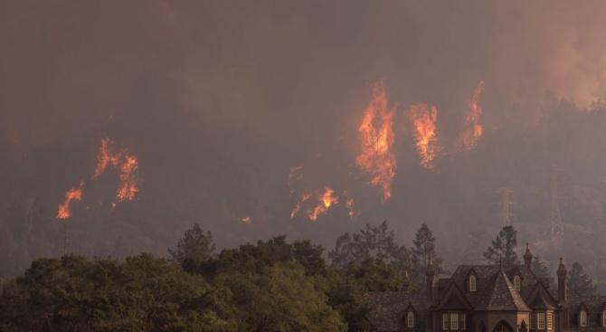 Евакуираха жилищни сгради заради горски пожар край Манчестър
