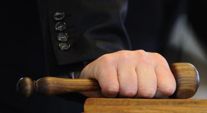 Предадоха на съд мъжа, убил съпругата си и опитал да инсценира самоубийство