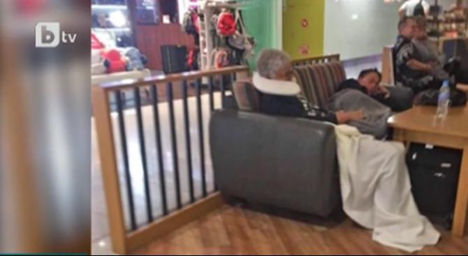 Десетки спаха на летище Варна заради отменен чартър