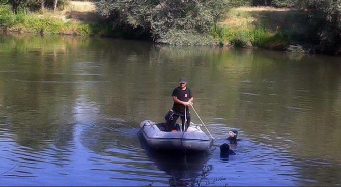 Издирват мъж, паднал във водите на река Искър край Мездра