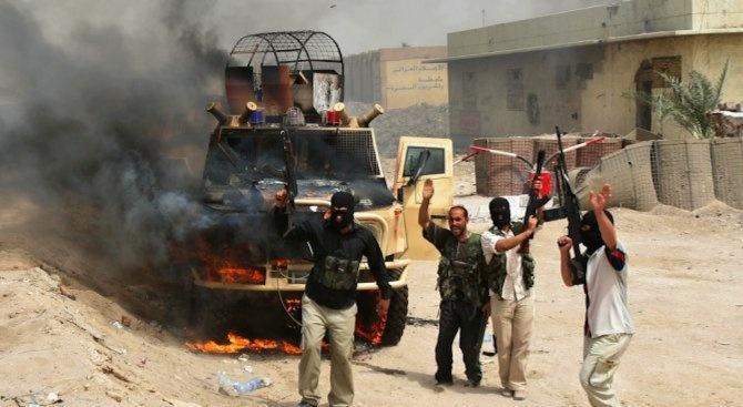 Въоръжени атакуваха и опожариха училище в Афганистан, обезглавиха и трима служители