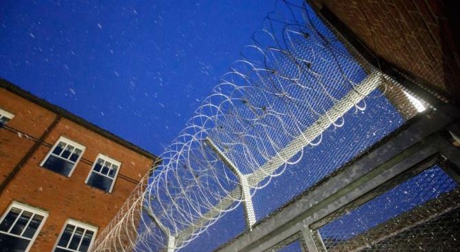 Френски рецидивист избяга от затвор за броени минути