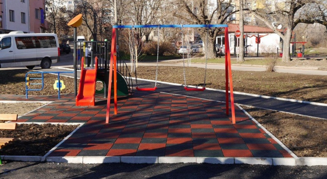 Вандали унищожиха детска площадка