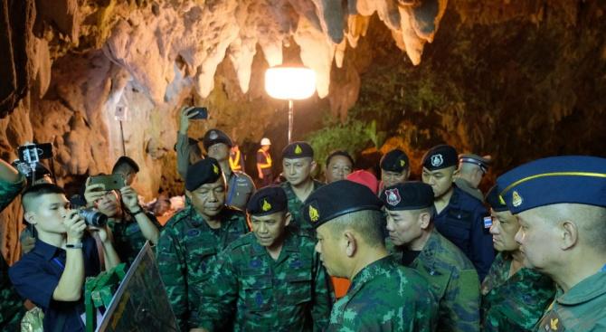 Международни експерти се включват в спасителната операция за изчезнали тайландски младежи (снимки)