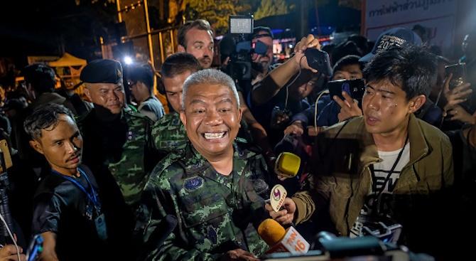 Блокираните в пещера тайландски футболисти оцеляха след 10 дни
