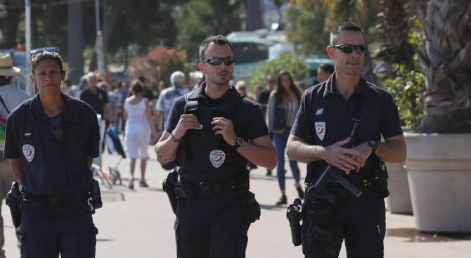Мъж викаше Аллаху акбар и рани полицай в слабините във Френска Гвиана