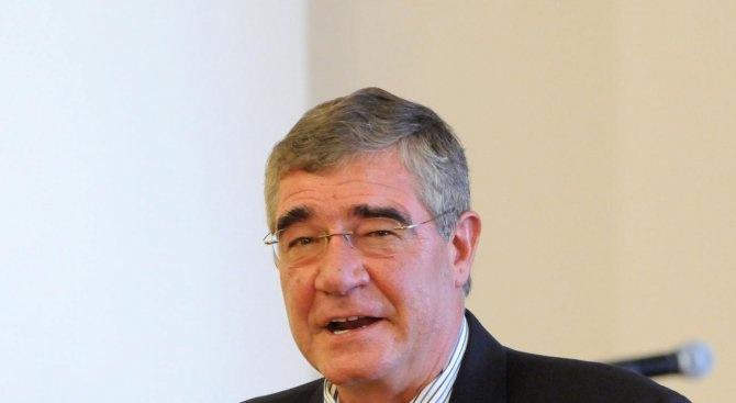 Проф. Пимпирев ще предаде на НИМ българския трибагреник, развят преди 30 години на Антарктида