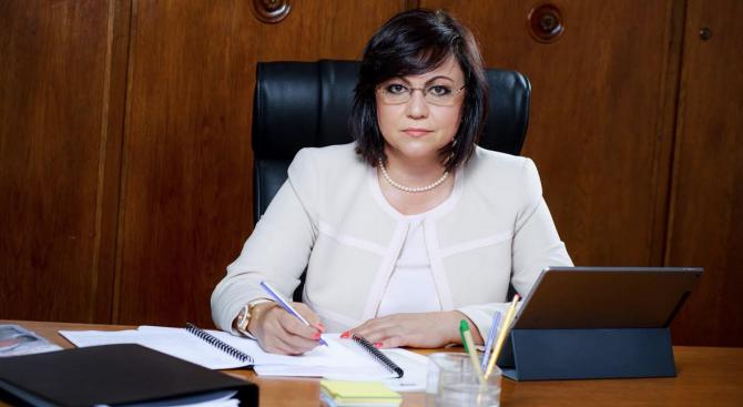 Нинова с пореден гневен пост във Фейсбук срещу Борисов и Цветанов