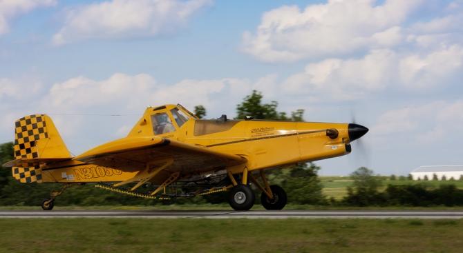Пилотът на падналия селскостопански самолет - без сериозни травми