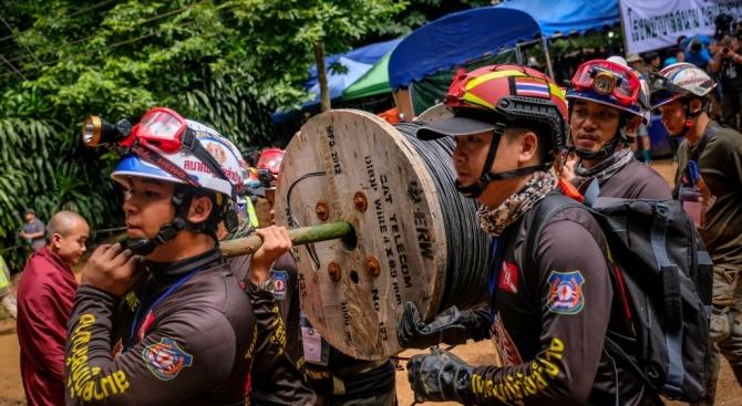 Копаят над 100 тунела към блокираните деца в пещерата в Тайланд
