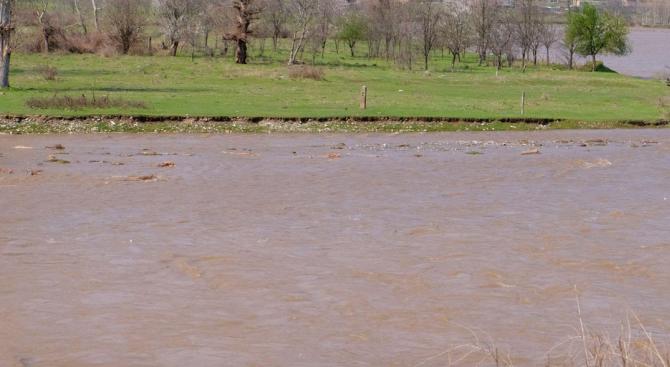 Продължава издирването на сестричката на удавеното момиче в река Луда Яна