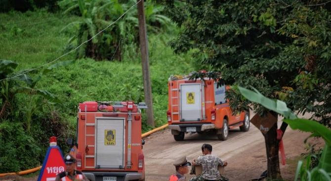 Спасителната операция в тайландската пещера продължава: Извадиха осем момчета (обновена+видео)